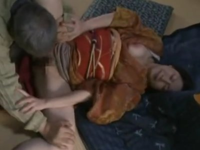 妻が病気で寝ている隙に、家政婦の未亡人を無理矢理犯すクズ男!