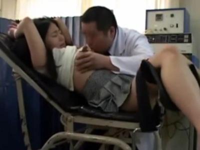 【鬼畜】分娩台に人妻を拘束して中出ししたったwww