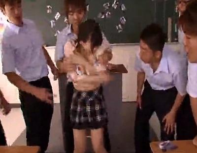 ロリ巨乳の女教師が男子生徒たちに弱みを握られたらこうなるわなwwwwww