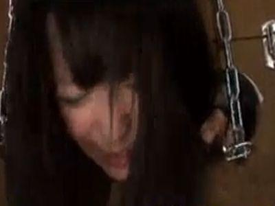 箱に人体固定した3人の性奴隷を鬼畜に中出しレイプ!