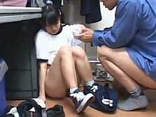 【ヤバイ映像】セーラー服の試着室でJC生徒が犯されてしまった一部始終www
