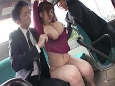 くそエロいカラダをした巨乳美女をバスの中で完全レ●プ