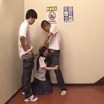 鬼畜!中●生が学校の階段でフェラさせられて図書館で連続中出しレ●プされとるwww