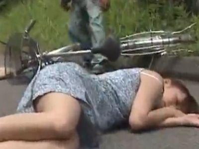 いつもの帰り道のはずだったのに…待ち伏せ男に山奥へ拉致られた女性が中出しレイプ被害!