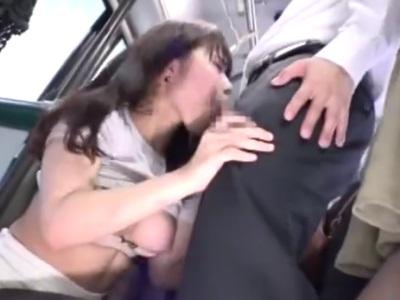 バス内で男に襲われ、パンストを破かれてハメられるOL