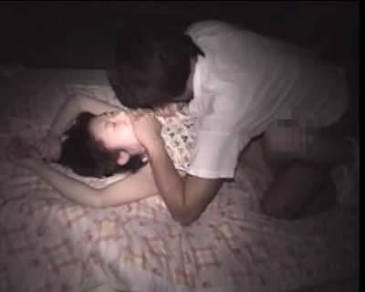 【ガチレイプ】「ヤメて下さい、お願いします……」って女の子が可哀想すぎるレイプ動画