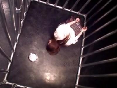 檻の中に監禁して中出しレイプ!アナル調教もされてしまうJK