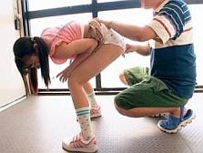 「苦しいよ…痛いよ…」アナルとパイパンまんこに肉棒を無理やり挿入されて激しいピストンの末中出しされる少女