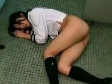 ※閲覧注意!鬼畜に公衆便所に連れ込まれた女子校生が処女マンコ犯されて流血・・・