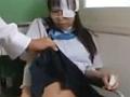 【ロリレ●プ動画】大怪我をして車椅子状態の少女が抵抗出来ず同級生に教室でレ●プされる - にゅーぷる