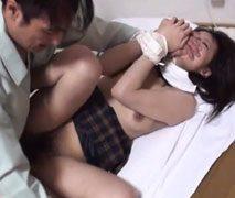 【無修正】ロングヘアー女子校生を業者がレ●プ!激しく抵抗しても大量中出し!