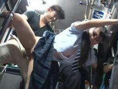 バスの車内で痴漢に襲われ生挿入され顔に精子をかけられる女子校生