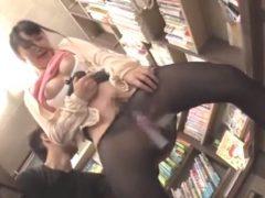 【長編】本屋でみつけたウブ娘に媚薬バイブを挿入して発情させて中出しレ●プ!