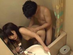 ユニットバスなら仕方ない。姪っ子の入浴中にチ●ポ出してオシ●コした結果……!