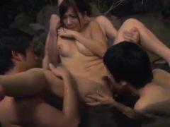混浴風呂で男性客に取り囲まれて中出しで輪●される巨乳娘
