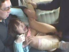小●生がDQNたちに輪姦レ●プされている映像がエグい…