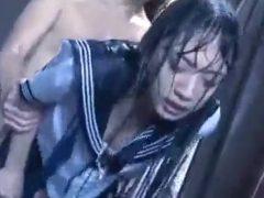 【長編】ゲリラ豪雨に襲われた女子校生がずぶ濡れの制服姿でレ●プされる!