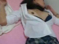 【無修正】女子校生を眠らせて生ハメからの中出しレ●プ