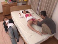 彼氏も一緒に眠らせて自分の娘を我が物にするキチガイ親父