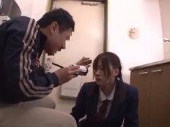 薬で簡単に拉致されてしまった女子校生がチ●ンレ●プされまくる!