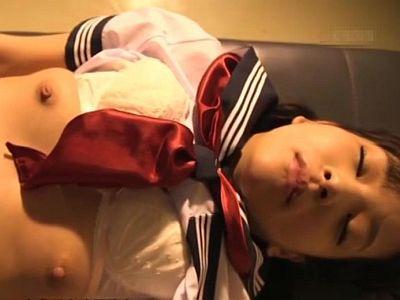 用務員のオッサンに体中を舐め回されて生ハメレ●プされる睡眠状態の女子校生
