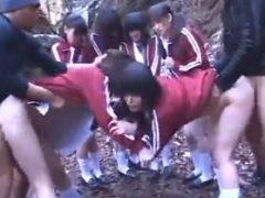 女子校生の集団をレ●プするゴウカン軍団の蛮行がエグい…