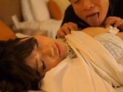 お姉さんを睡眠薬で眠らせてハメたったwwww