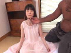 恐怖で人形のように固まったスレンダーロリが黒人男の慰み者にされてしまう……