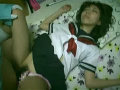 家出掲示板で見つけた制服少女二人を眠らせてレ●プしまくる鬼畜www