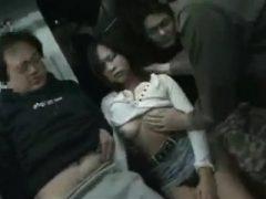 酔って駅構内を千鳥足で歩いてる女の子を電車内で犯すチ●ン集団