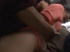 電車の車内でチ●ンに襲われフェラや生ハメで犯される女子校生
