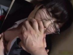 体育館倉庫で犯されてずっとガチ泣きし続けるメガネ女教師