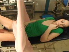 悪徳産婦人科医にカメラでおま●こを撮影された挙句に中出しレ●プされる人妻
