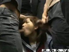 電車でチ●ンされトイレに連れ込まれて犯されるセーラー服姿の女子校生
