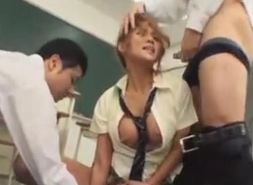 生意気な黒ギャルで巨乳な女子校生を教室でガチレ●プ!