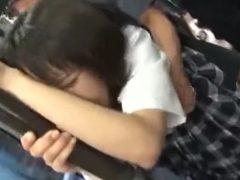 走行中のバスの中で立ちバックでレ○プされる女子校生