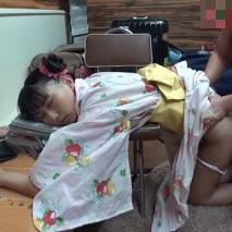小〇生の姪っ子を睡眠薬で眠らせて寝ている間に処女を奪う鬼畜野郎の犯行一部始終…