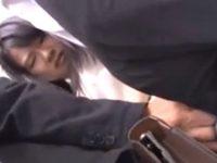 満員電車で前後から同時にチ●ンされた女子校生の悲劇wwww