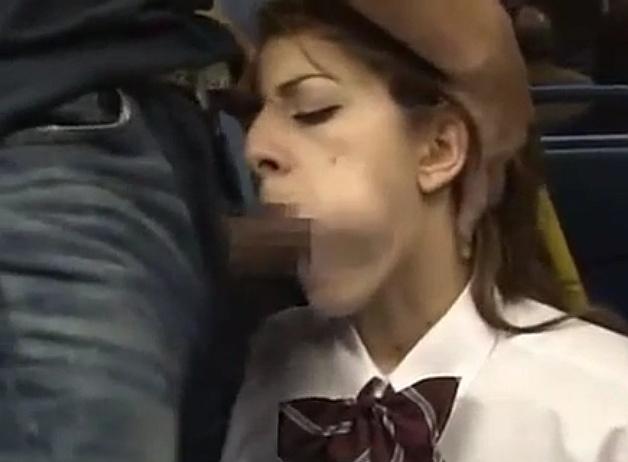 可愛すぎるブロンド女子校生がバスでチ●ンから中出しレ○プされて大号泣wwww