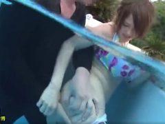 プールの中でチ●ンされた女が地上で中チ●ポ責めにwwwww