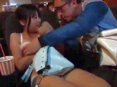 映画館で隣の巨乳ちゃんにチ●ンした結果wwww