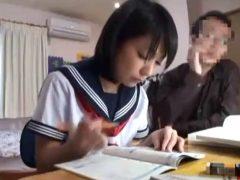可愛すぎる女子校生がオッサン家庭教師に中出しレ●プされとるwww