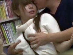 図書館で中出しレ●プされるドスケベ巨乳ちゃん