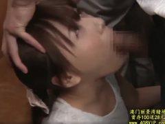 チ●ンされた挙げ句に喉の奥まで肉棒を突っ込まれる若妻wwww