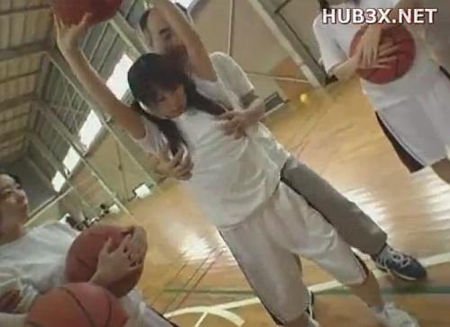 セクハラコーチが美少女なJCバスケ部員を体育館で中出しレ○プwww