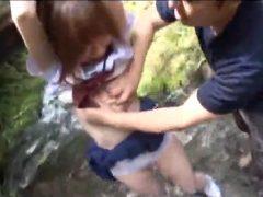 夏動画!女子校生を河原に固定して変態レ○プしまくる!