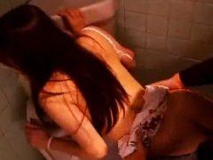 映画館のトイレでセクシーにレ●プされる女wwww