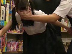 ツインテールの黒髪ロリ少女が本屋で激しくレ○プされる
