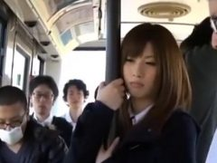 可愛い女子校生がバスの通学中にチ●ンされてそのままレ●プされちゃうwww