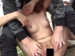 道を歩いていたら突然襲われて全裸にされておま●こまで撮影される女たち